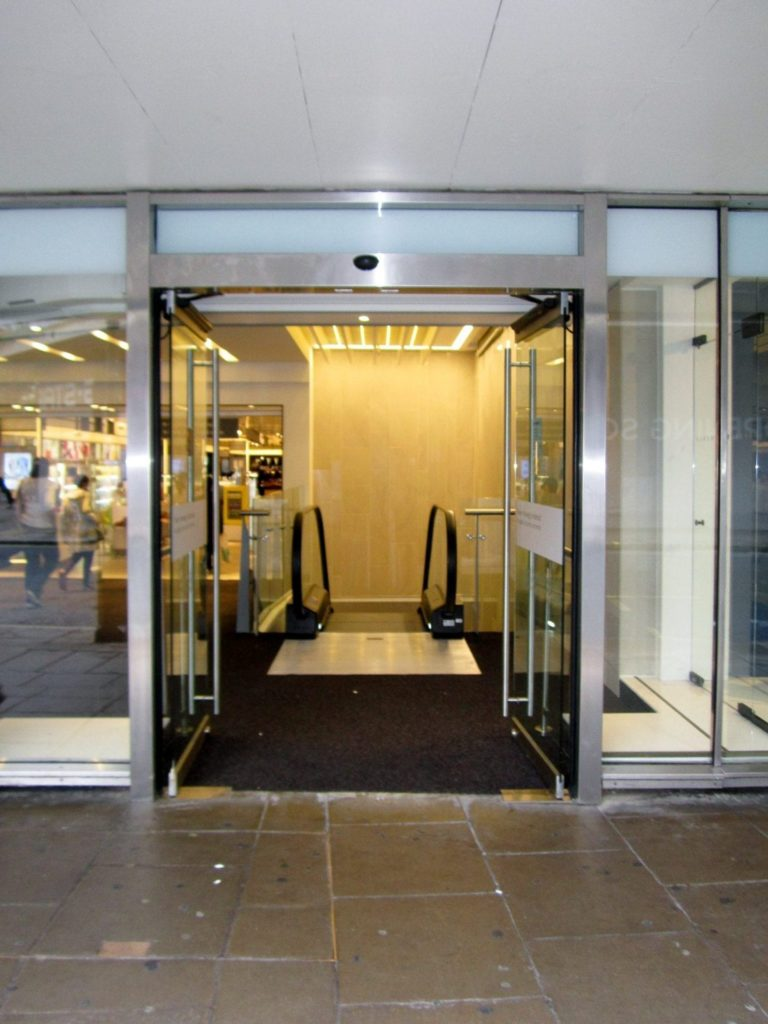 Major London Department Store Oxford Street Entec Access